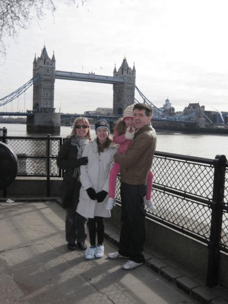 london-family at tower bridge