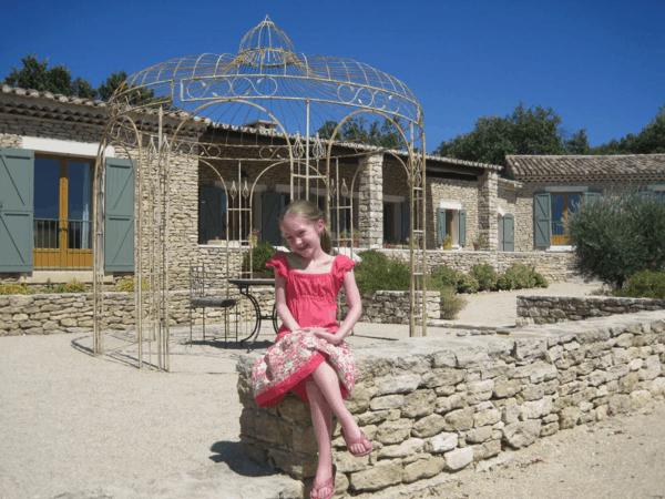 provence-outside villa in gordes