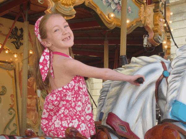 france-provence-avignon-riding carousel