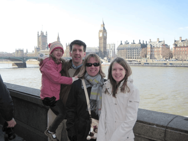 london-along thames-palace of westminster-family