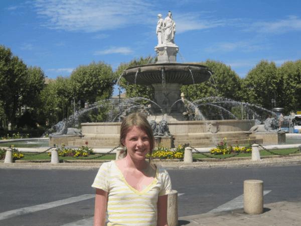 provence-aix-en-provence-girl at la rotonde