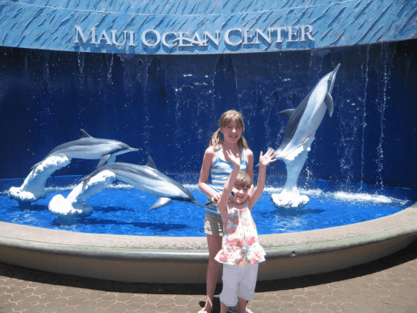 hawaii-maui-girls at maui ocean center