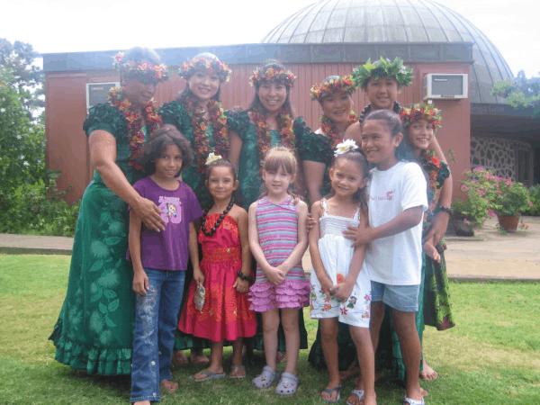 hawaii-honolulu-bishop museum-meeting hula dancers