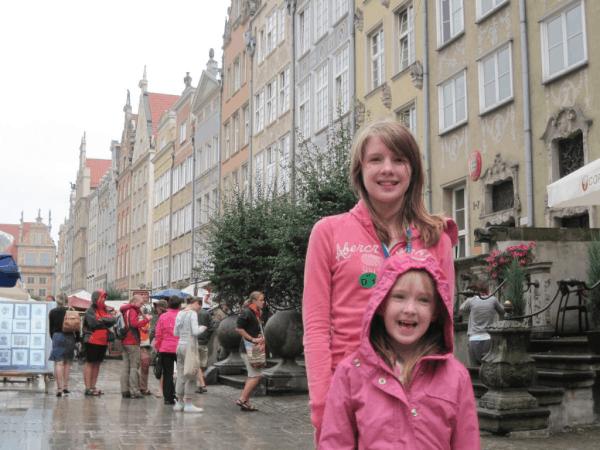 poland-girls on street in gdansk
