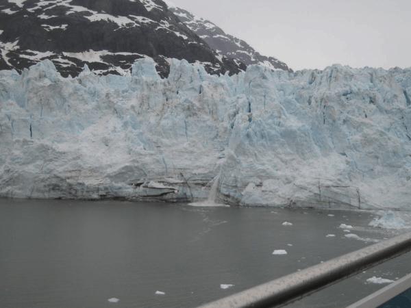 alaska-Glacier Bay-iceberg calving