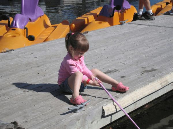 nova scotia-baddeck-inverary resort-girl fishing for crabs
