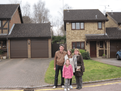 england-harry potter tour-family outside privet drive house