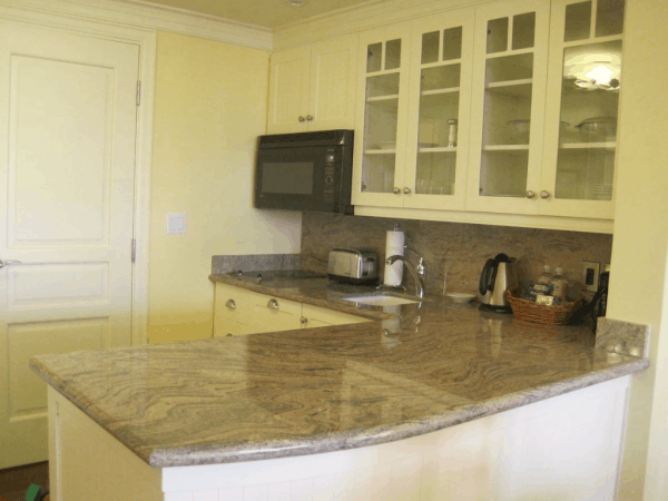 Canada-Rosseau Muskoka-suite kitchen