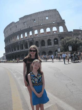italy-rome-girls outside colosseum