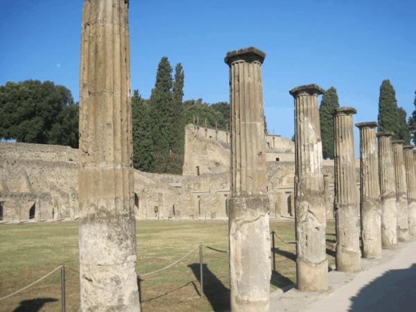 Italy-Ruins of Pompeii
