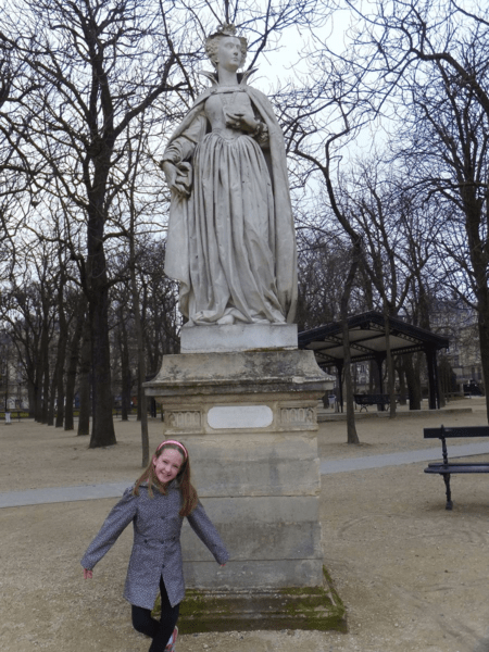 Paris-statues in Luxembourg Gardens