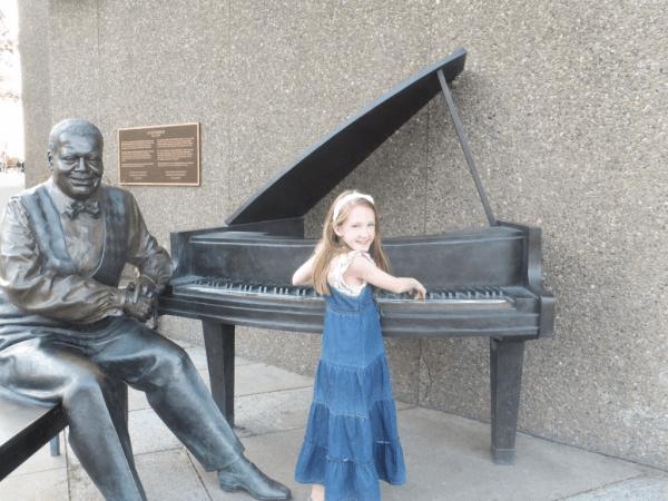 Ottawa-at Oscar Peterson monument