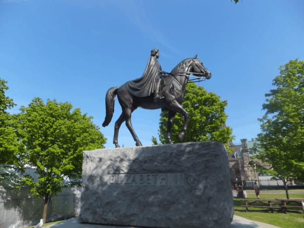 Ottawa-Queen Elizabeth Statue on Parliament Hill