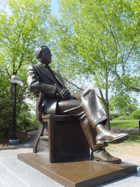 Ottawa-Parliament Hill-Statue of Lester B. Pearson