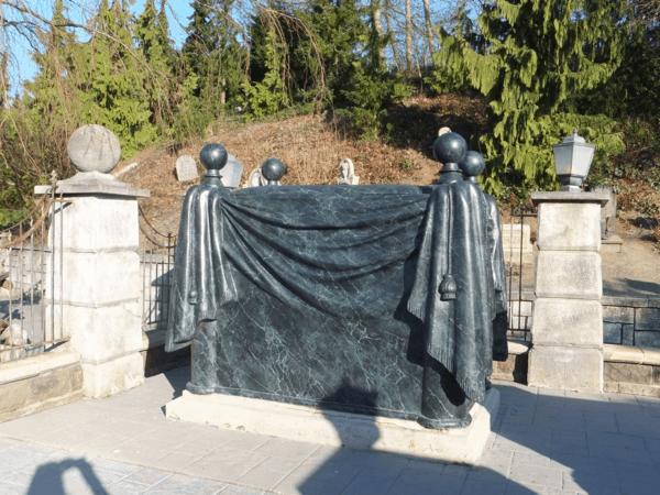 Disneyland Paris-Phantom Manor-graveyard