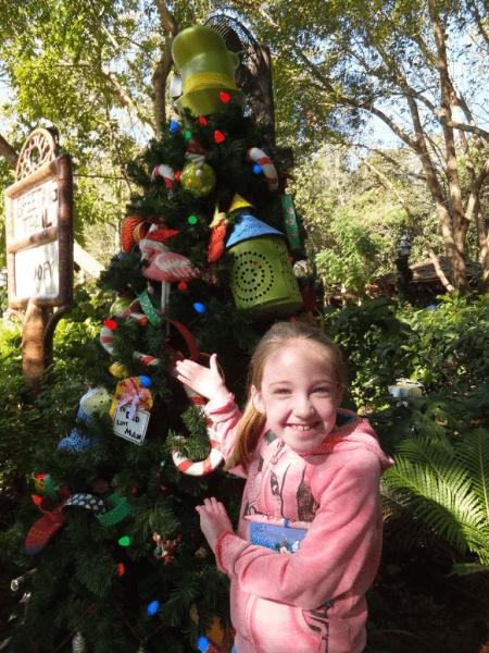 Disney World-Animal Kingdom-Goofy's Christmas Tree
