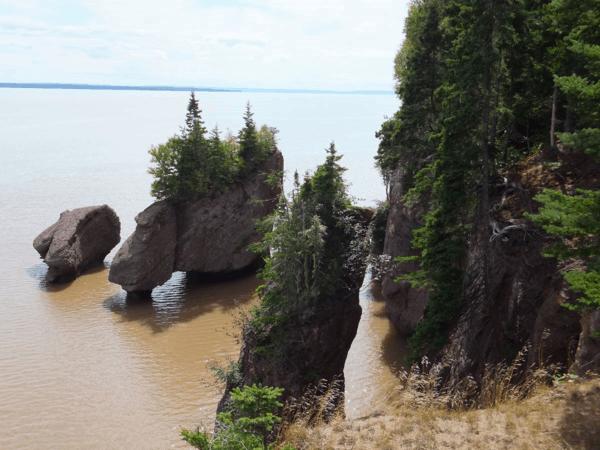 New Brunswick-Rising tide at Hopewell Rocks