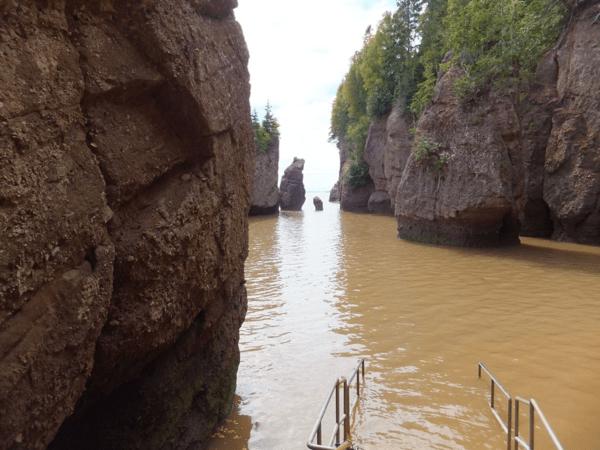 New Brunswick-High Tide at Hopewell Rocks