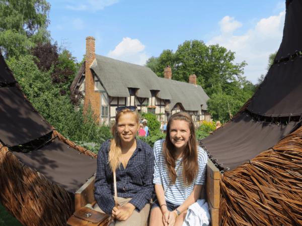 Stratford-upon-Avon-Anne Hathaway's Cottage - Willow Sculpture