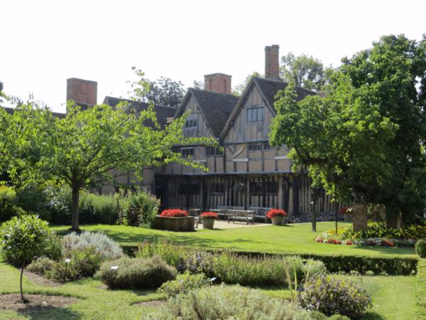 Stratford-upon-Avon-Croft's Hall garden
