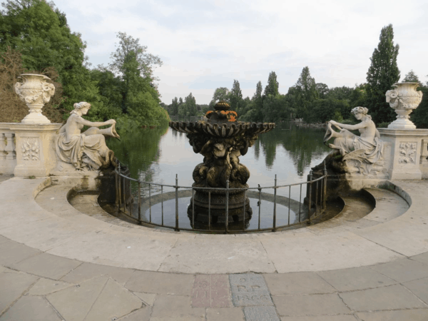 London-Kensington Gardens - Italian Gardens - Water nymphs