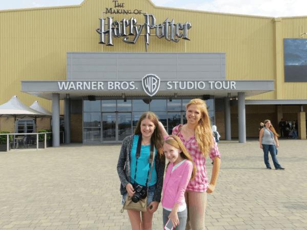 Warner-Bros-Studio-Tour-London-Harry-Potter-girls-outside