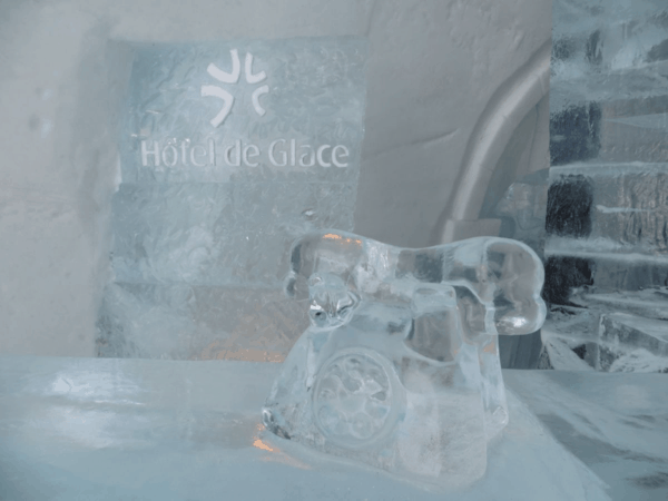 Quebec-Ice Hotel-reception desk-phone