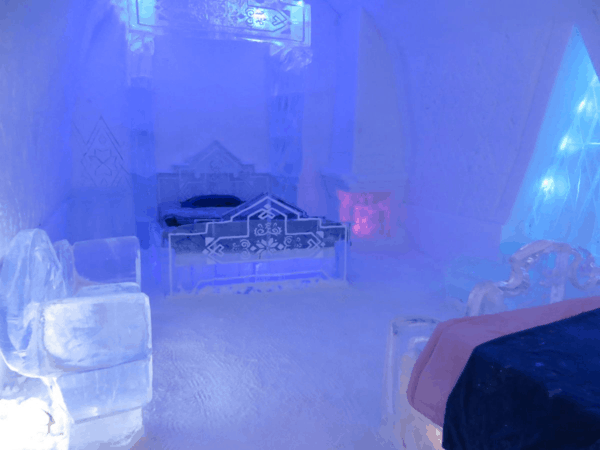 Quebec-Ice Hotel-Disney-Frozen-suite