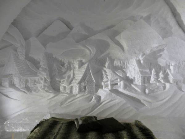 Quebec-Ice Hotel-Themed suite-snow carving