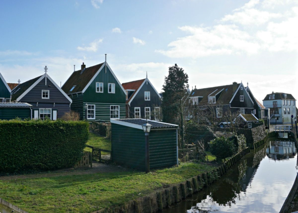 Netherlands-marken-painted buildings-ed