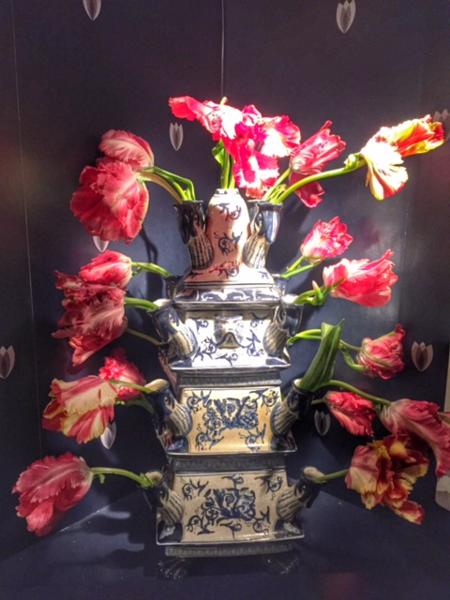 Amsterdam tulip museum-tulip vase