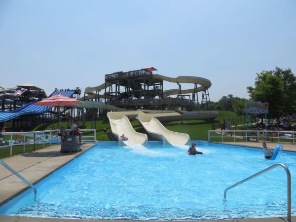 Canada's wonderland-splash works-slides