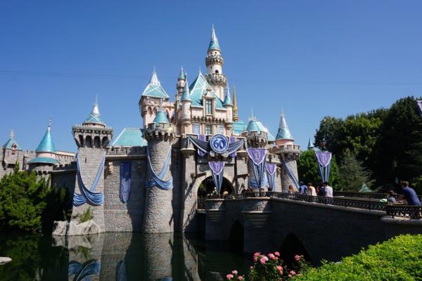 Disneyland-sleeping beauty's castle-moat