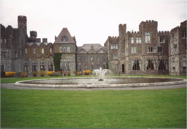 Ireland-Ashford Castle-exterior-fountain