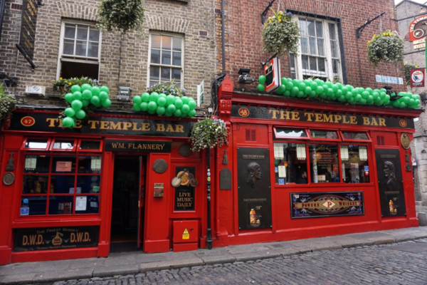 Ireland-dublin-the temple bar-st. patrick's day