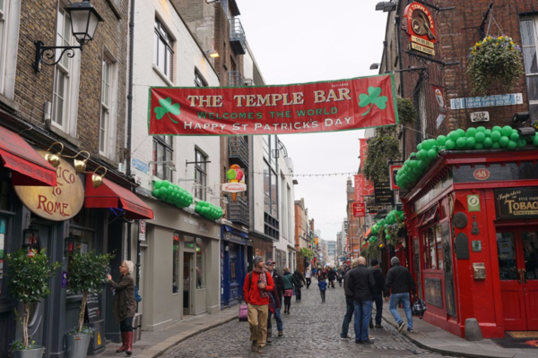 Ireland-dublin-temple bar-st. patrick's day