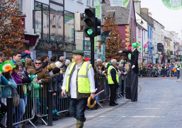 Ireland-killarney-st. patrick's day parade-shamrock traffic lights-ed