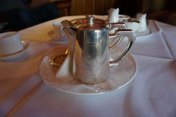 Ireland-dromoland castle-tea