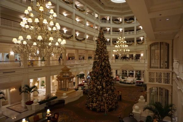 Disney world-grand floridian-lobby-christmas tree