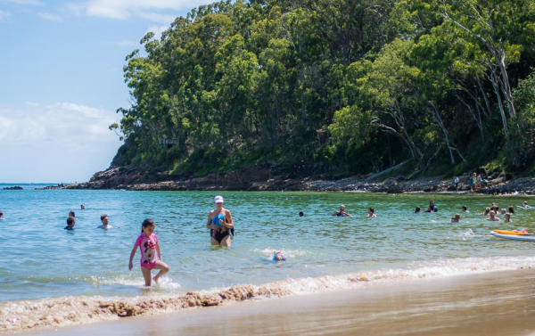 australia-queensland-sunshine coast-noosa national park-families playing on beach