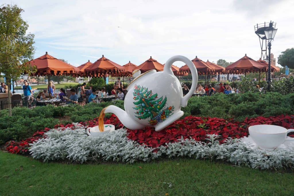 large display with spode christmas teapot pouring tea at epcot