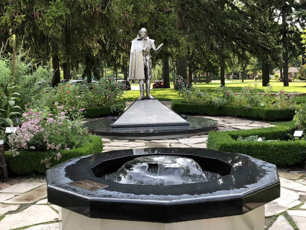 gardens-fountain and silver sculpture of Shakespeare