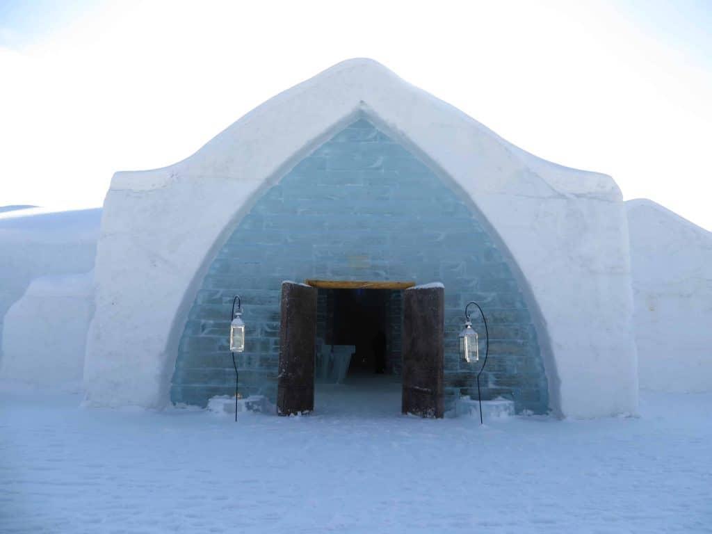 quebec ice hotel-entrance