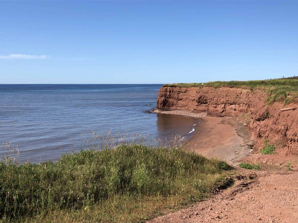 prince edward island-red cliffs and ocean