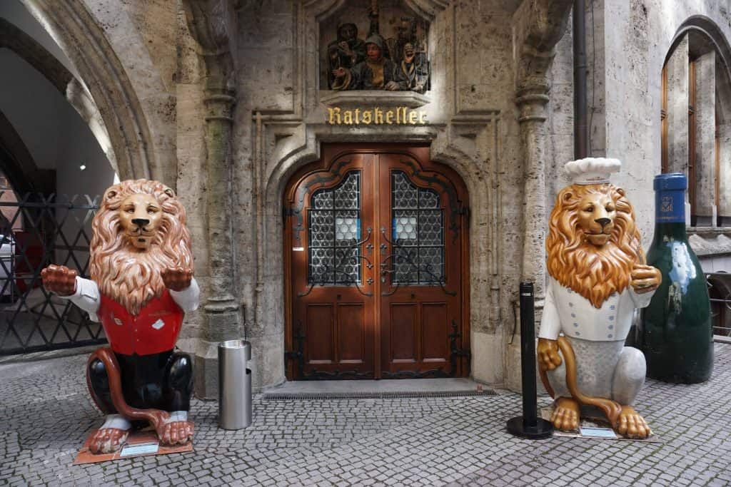statues of lions outside ratskeller-munich germany