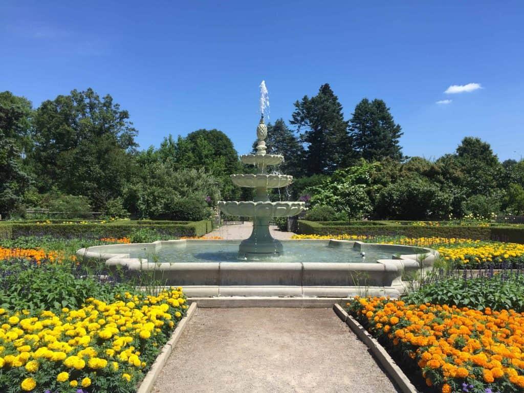 royal botanical gardens-fountain-burlington-ontario-canada