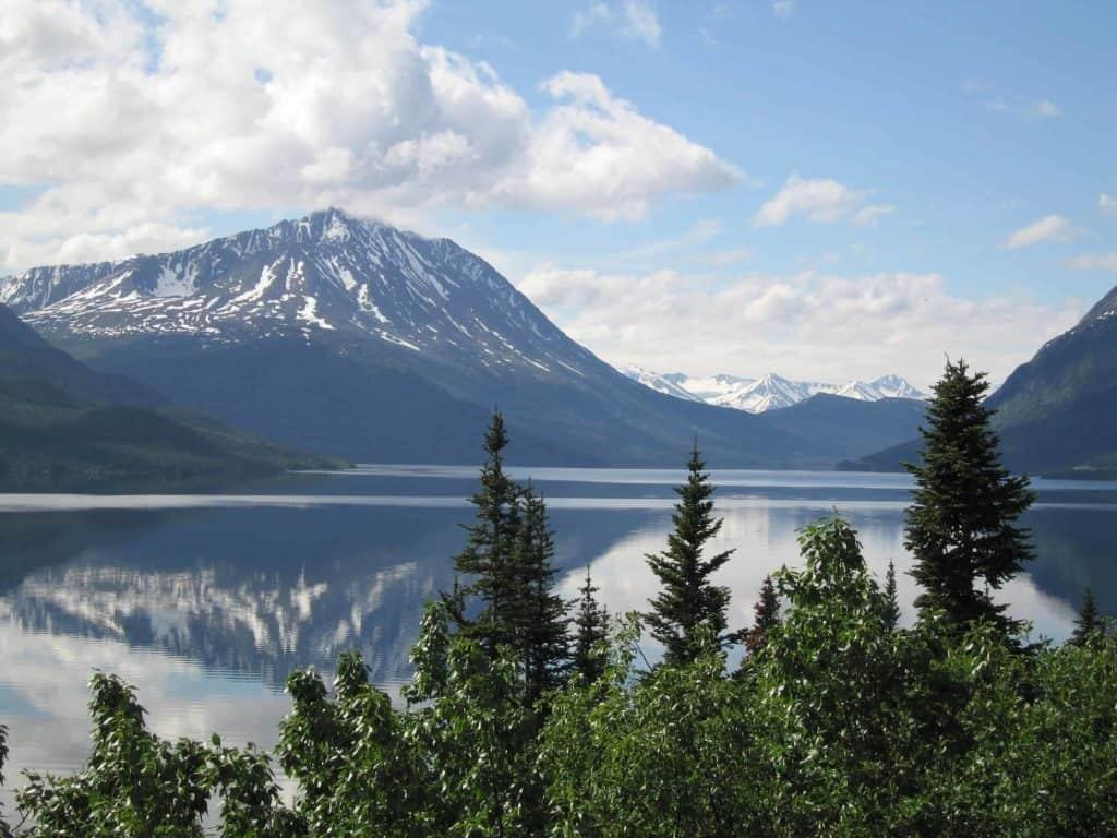 bucket list cruise-alaska-lake and mountains